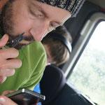 Bartschneiden via Handy... (Nach 4 Stunden Strassensperre wird man erfinderisch)