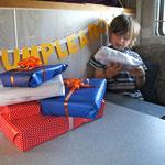 der erste Geburtstag bei dem Tim langsam ausgepackt hat.....