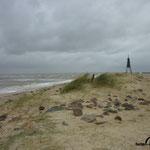 Die Kugelbake, das Wahrzeichen von Cuxhaven, steht schon fast unter Wasser