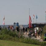 Strandleben, Hochwasser nahe der Kugelbake in Cuxhaven