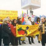 Kundgebung vor der chinesischen Botschaft am 10.03.2000 im Gedenken an den Volksaufstand in Lhasa 1959
