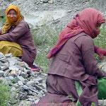 Nepalesische Straßenarbeiter auf dem Weg von Manali nach Leh