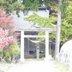 岩木地区の熊野神社。四ツ塚から1kmほど北、法師川の河岸段丘の上にあります。