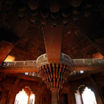 DIWAN-I-KHAS - CENTRAL PILLAR [FATHEPUR SIKRI / INDIA]
