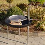 Mobile Feuerschale mit Grillhalterung, Glutenrost  und Windschutz, Stahl roh, schwarz oder Inox  Ø 80/100cm, verlängerte Beinen