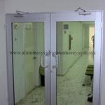 puertas batientes línea residencial