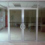puertas batientes línea comercial