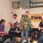 ZWE, Wien mit Alienne Fromvenus/voc, Otto Scheidl/bass, Peter Natterer/sax, Peter Barborik/drums, Georg Henke/keys