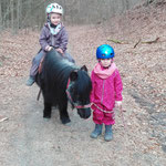 Früh übt sich, wer ein Ponyexperte werden will...