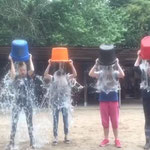 Ice Bucket Challenge auf dem Ponyhof - oder Abkühlung bei 30 °C im Schatten...