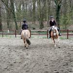 Reitunterricht auf der neuen Bahn - Ponys und Reitschüler finden es toll!