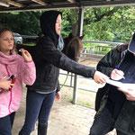Unsere Reitkinder Anna und Finja spielen Glücksfee :-)
