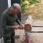 Ange Chiaramonti en plein travail de sculpture