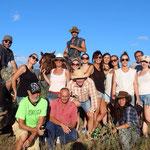 Photo de groupe durant l'excursion dans la brousse