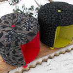 2 Kabeltrommelhocker im winterlichen Garten