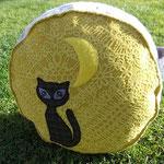 Black Cat & The Moon: Sitzpolster gefüllt mit Dinkelspelzen kbA.