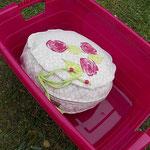 Dinkelspelzenpolster, Bezug mit Rosen bedruckt, zufällig passend zum Wäschekorb ;-)