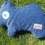 Tierchenpolster in blau, gefüllt mit Bio-Latexflocken