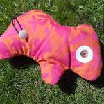 Tierchenpolster in orange-pink, gefüllt mit Bio-Latexflocken