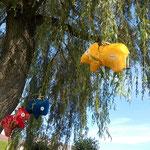 Tierchenpolster rot blau gelb