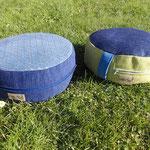links: Sitz- & Meditationspolster, gefüllt mit Afrik, rechts: Sitz- & Meditationspolster, gefüllt mit Dinkelspelzen