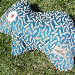 Tierchenpolster auf der einen Seite in türkis-beige gemustert...