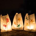 Gestempelte Windlichter aus Butterbrottüten - selbst gemachte Deko für Kinderparty und Kindergeburtstag