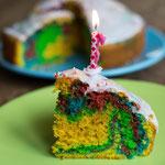Bunter Regenbogenkuchen - Rezepte für Kinderparty und Kindergeburtstag