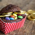 Süße Schatzkisten aus Mini Schokokuchen - Rezepte für Kinderparty und Kindergeburtstag