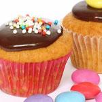 Einfach Muffins bunt dekoriert - Rezepte für Kinderparty und Kindergeburtstag