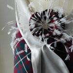 Hochzeitsblüte aus Tartan auf einen Seiden/Tartanschal