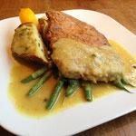 Sojasteak mit Calvados-Grüner Pfeffer-Apfelkrem, doppelt gebackenen Kartoffeln und grünen Bohnen in »Butter«