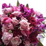 花束:ピンクから紫へのグラデーションを楽しんで。(ブーケタイプ)