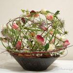 アレンジメント:空間と花の茎の動きを楽しんでいただきたいデザイン。