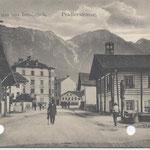 Pradler Straße gegen Norden mit Dorfbrunnen 1910
