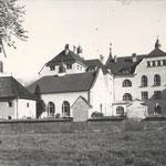 Alte Pradler Kirche und Leitgebschule 1910
