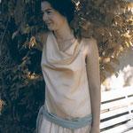 20er Jahre-Kleid mit Wasserfall, aus Seidensatin und Seidenchiffon