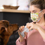 Stoffmaske aus Vintage und Retrostoffen - selbst der Hund mag kuschelwerk.
