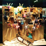 Wandtrophäe Ole vom Kuschelwerk als Super Dekoration im Schaufenster