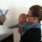 Auch mein Baby  freut sich über die Wandtrophäe.