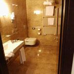 Hotel Real Fini Baia del Re in  Modena, standesgemäß mit herlicher Dusche...