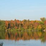 Auch der Unterbacher See bietet ein farbenprächtiges Panorama.