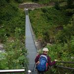 Foto: Helmut Warta -------------------- An der Hängebrücke