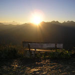 Die Bank - die Berge - die Sonne