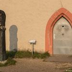 Eingang der Kapelle mit heiliger Walburga