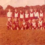 Jugend 1975 (Neuaufbau der Jugend)  stehend v.links: H.Rodemann, A.Lührs,C.Stoll,Jö.Kohlrausch,J.Sass,J.Schuldt,C.Schoppmann kniend v.links : T.Holle,A.Rump,H.Völker,M.Geppert,A.Fritsch,Je.Kohlrausch,D.König Vor dem ersten Spiel gegen Bergen ( 0:24 )