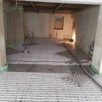 einbau der Dampfsperre und verlegung der Fußbodenheizung
