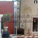 Роспись над входной дверью ресторана (монохром) до и после