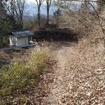 旧県道に新しいトイレ