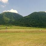 西の原から。男三瓶山(左) 子三瓶山(右)